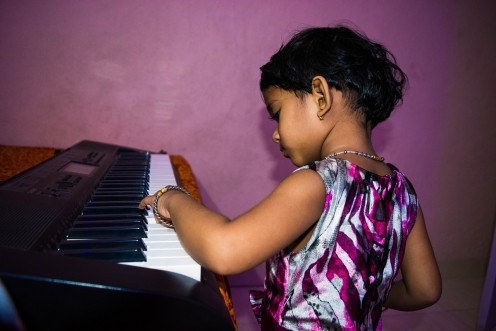 How to Buy a Music Keyboard for a Child or Beginner