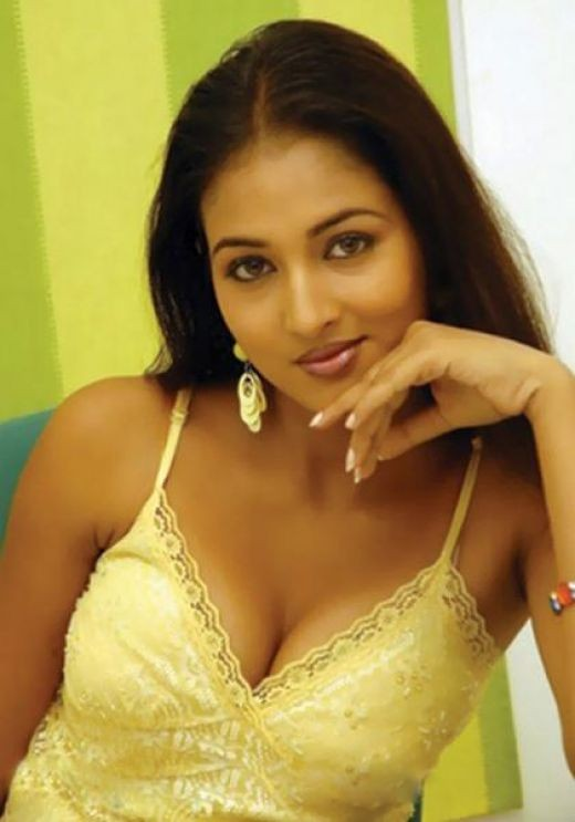 Hot Indian Desi Sexy Masala Mallu Actress Top Show Photos Spicy Collecton Sizzling Aunty