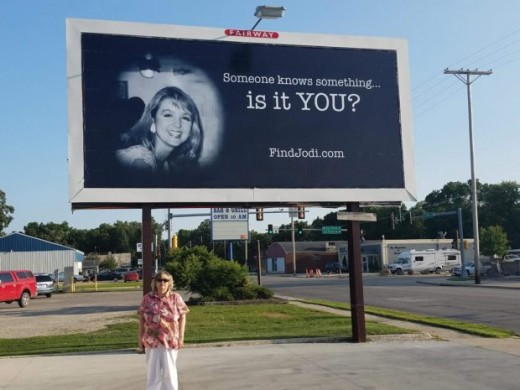 Jodi Huisentruit's sister JoAnn Nathe visits billboard dedicated by KIMT-TV.
