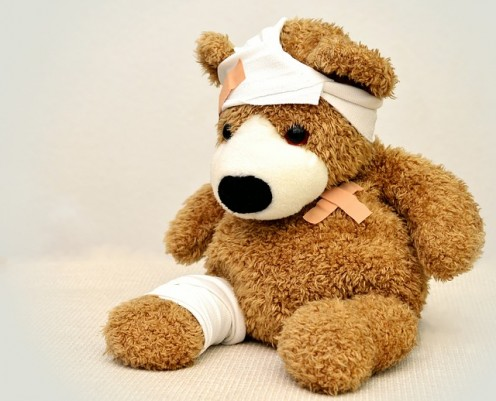 Toys and teddy bears are good gifts to bring children in hospital.