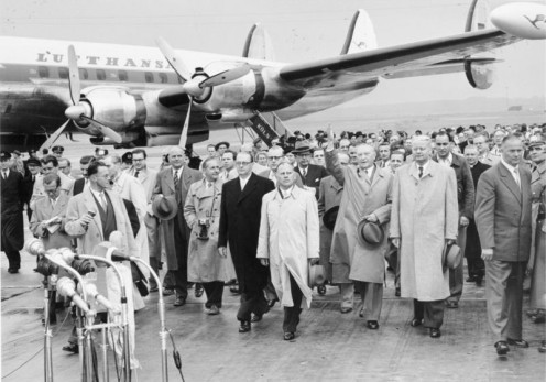 Cologne-Wahn Airport. Return of Federal Chancellor Konrad Adenauer (waving) from Moscow trip in September 1955; in the background Lockheed Super Constellation aircraft belong to Lufthansa.