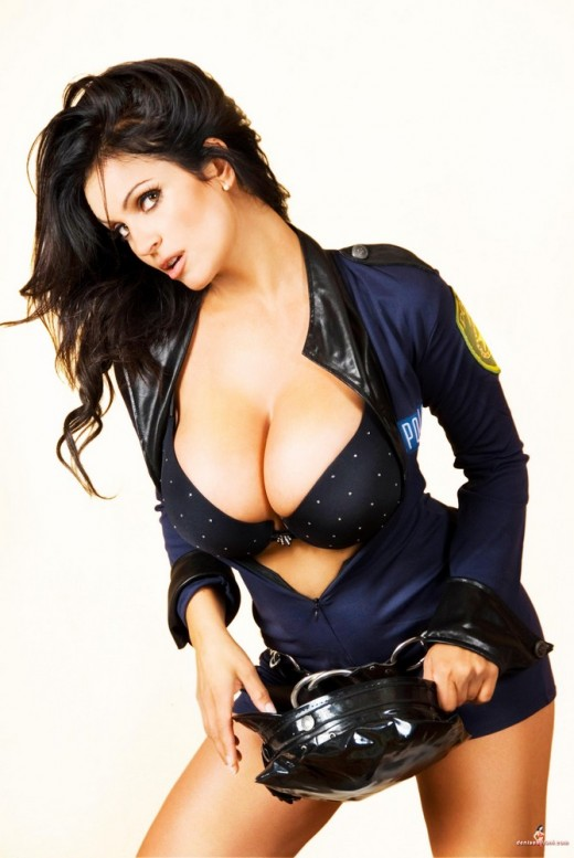 hot-sexy-naked-police-girl