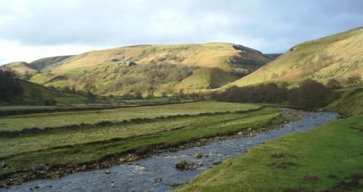 The Swale courses south here to Muker. Keld is up on the left near the foot of Kisdon Hill. Crackpot Hall can be just seen mid picture, left of centre, with Swinner Gill - the cleft on the left