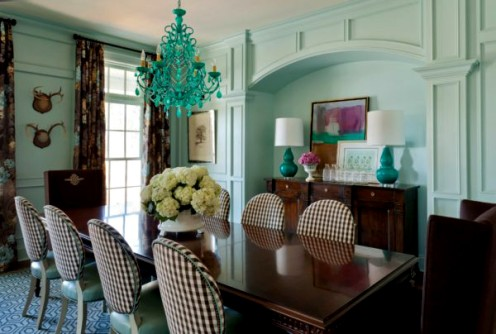 Turquoise and brown make quite a colorful splash in the dining room.