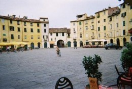 "Piazza dell'Anfiteatro with ""little princess"" and ""wee hooligan"" in the middle"