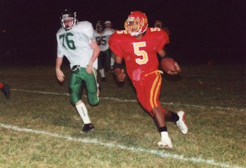 A running back sweeps right end in a dramatic game. NOTE: I am not either of these football players.
