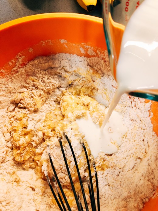 Pour the milk into the mixture.