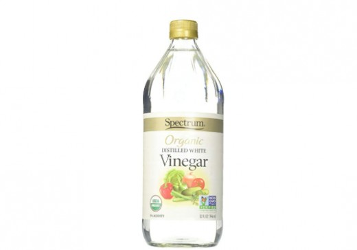 Natural organic unfiltered white vinegar