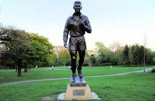 Also seen in Albert Park is this life-size statue of former Middlesbrough F C player Brian Clough - Old Big 'Ead' as he called himself, aware of people's opinion of him.  He left the club for Sunderland and on as player-manager to Hartlepool United