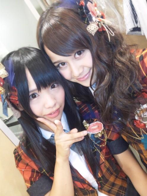 SKE48 member Kaori Matsumura is pictured on the left.