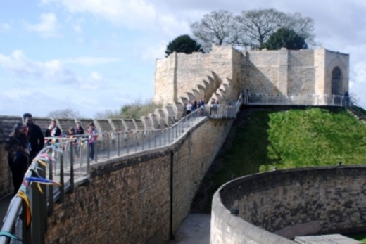 The rising castle wall close to the Motte wall - a relative rarity. Lincoln Castle has been a prison until fairly recently