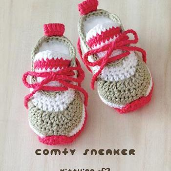 Adorable baby shoes that was made using a crochet method.