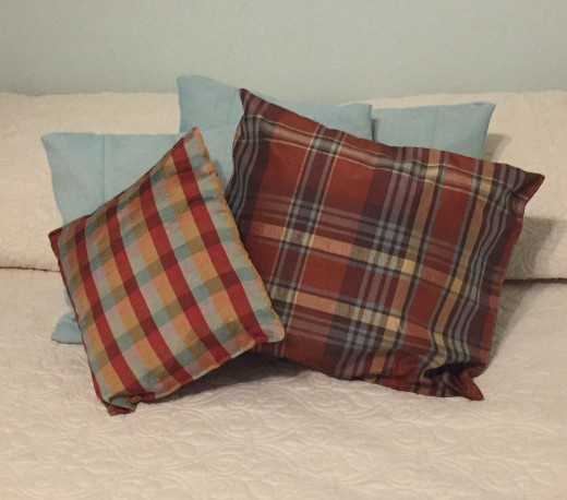 Tossing throw pillows into a guest bedroom warms up a space that can otherwise wind up with a sparse feeling.