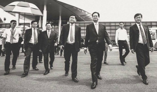 Prime Minister Nguyen Tan Dung and former Chairman of PVN Dinh La Thang and some government officials.