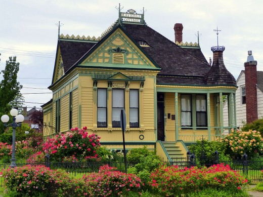 Historic  Shone–Charley House built in 1898 at 305 North Grape Street.