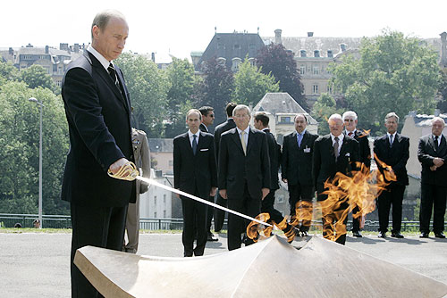 LUXEMBOURG. Ceremony at the National Solidarity Monument. Vladimir Putin in Luxembourg 24 May 2007