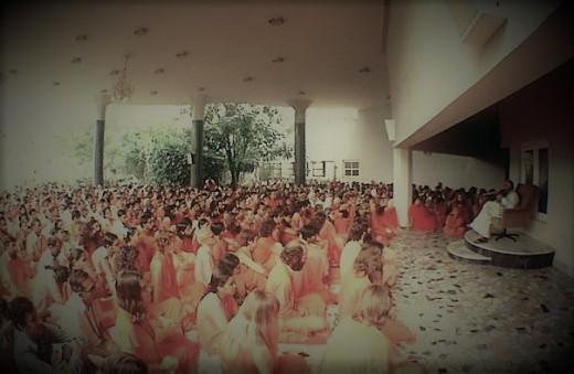 Followers listening intently to Rajneesh