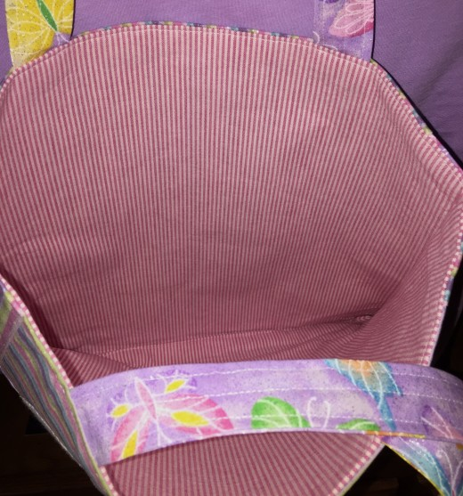 Lightweight interfacing gave a little substance to the pink stripe used as lining. Why should a lining be boring?!