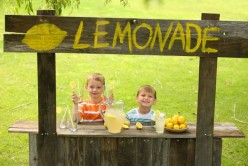 Should You Let Your Kids Run a Lemonade Stand This Summer?