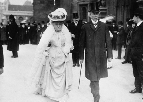 The Prime Minister of Canada, Sir Wilfrid Laurier, and his spouse, Lady Laurier, going to the Parliamentary luncheon at the Colonial Conference in London, England, 1907