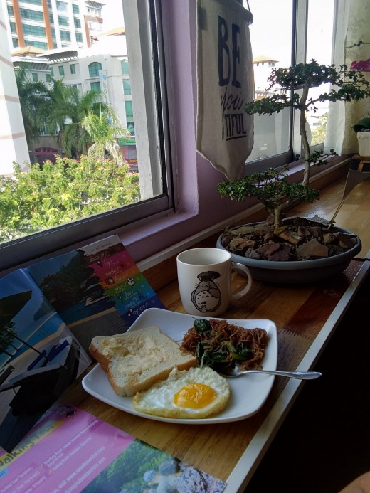 A homey view with real home-style breakfast for every guest in Escape Backpackers Hostel KK