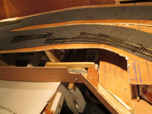Pointwork on the nearside curve will take coal traffic to the long siding and coal drops, a curved Setrack point and medium radius left-hand (compacted view)