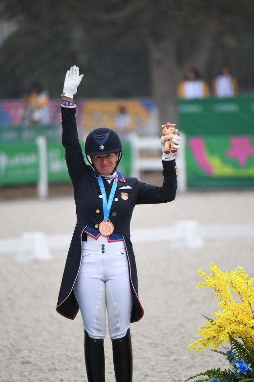 Jennifer Baumert wins bronze.