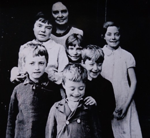 Dad's mum - my grandma - Alice Harriet Evans (nee Spilling) with six of her children in the 1930s. The girls (from left) are my aunties Josie, Eileen and Olive. The boys (from left) are my dad, his youngest brother Frank and dad's twin Leonard.