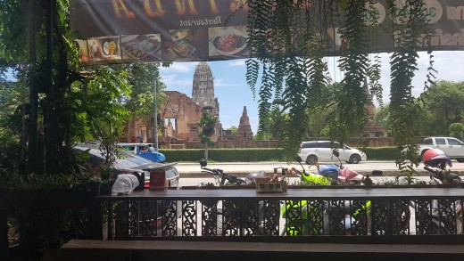 Restaurant with a view of Ayutthaya.