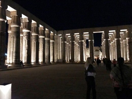 Luxor sightseeing at night