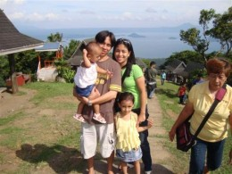This is a portrait again of my Friend Melencio and his family in Tagaytay City. The smallest volcano in the world is at their background. The last time we came here it was cloudy tsk, tsk, tsk. All we've seen are fogs hahaha tough luck.
