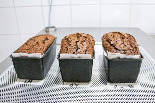 Baked chocolate pound cake (Step 6)