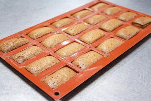 Baking the financiers until lightly crisp (Step 3)