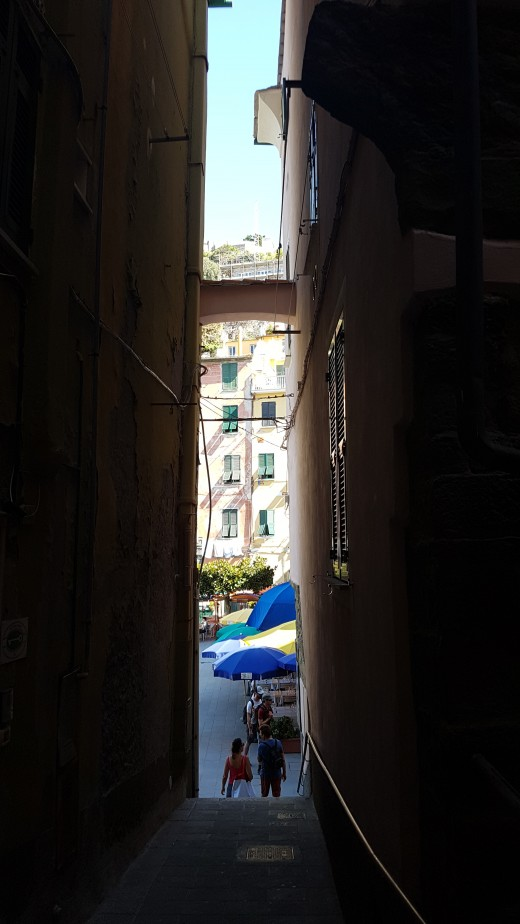 narrow street pasage between the Typical Ligurian Houses in Vernazza