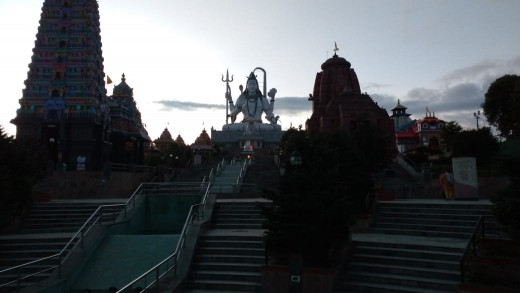 The complex in the evening during the dusk. Lights were about to on. and the scenery and replicas appeared as outlines.