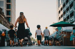 7 Safety Tips for Women While Traveling With Kids