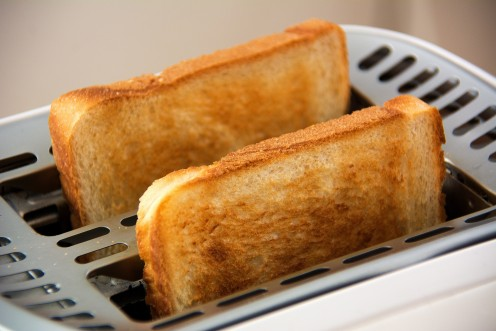 This toaster with the two pieces of bread symbolizes one of the main appliances used in the episode Quizz Master.