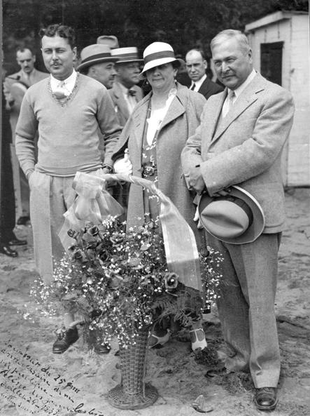 Paul Sauvé (Member of Quebec Parliament for Deux-Montagnes), Marie-Louise Lachaîne et Arthur Sauvé (Member of the Federal Parliament for Laval—Deux-Montagnes), 1933, http://www.banq.qc.ca/histoire_quebec/parcours_thematiques/paul_sauve/vie_privee/vp_