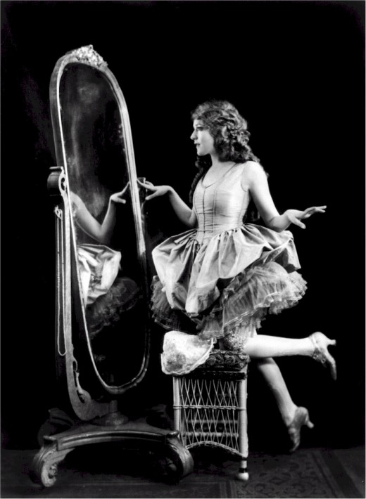 "Mary Pickford ""Mirror mirror on the wall, who's the greatest of them all?"" Image by skeeze from Pixabay"