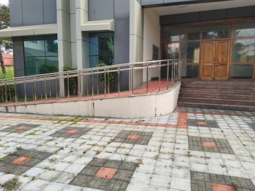 Sloppy ramp facility for wheel chairs