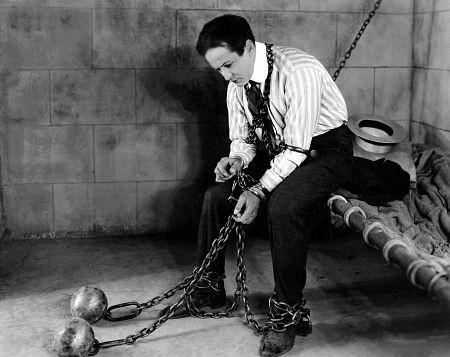 Harry Houdini locked in jail cell