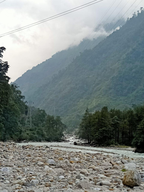 Lofty mountains with lush greenery and river flowing through stones have added beauty to the place