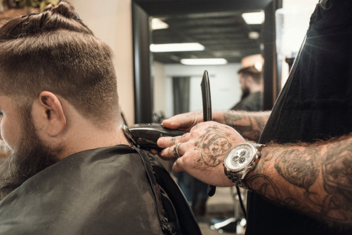 How to Keep From Feeling Itchy After a Haircut