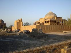 Makli : Beautiful Historic Mystery of Pakistan