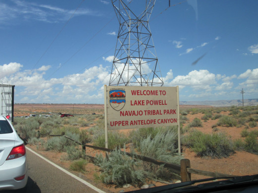 road sign leading to parking area for Antelope Canyon