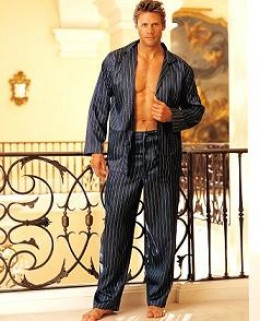 Ladies, ladies... keep your eyes on the mens pajamas, not who's wearing them!