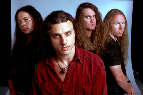 Chuck Schuldiner is at the center of this photo.