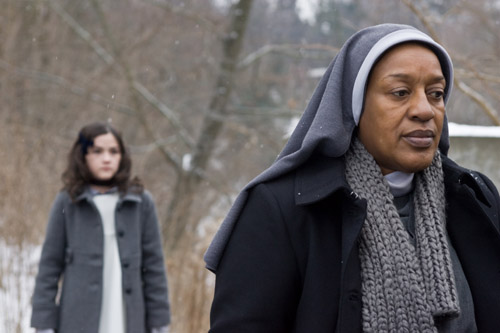 Esther and Sister Abigail (CCH Pounder).