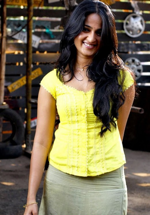 Glamors South  Hot Actress Anushka Shetty Biography and hot pictures, Images, Stills  and Photos