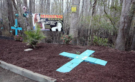 Memorial for Heather Elvis at Peachtree Landing where her car was discovered.